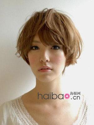 斜分短发×亚麻色:清新文艺女   帅气度:★★☆☆☆    适合脸型图片