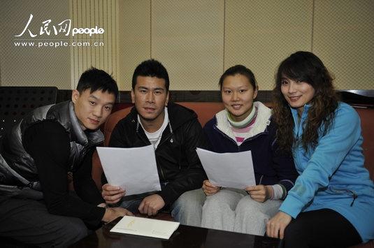 趙菁(右二)、楊威(左一)、李妮娜(右一)和韓曉鵬進行彩排.jpg