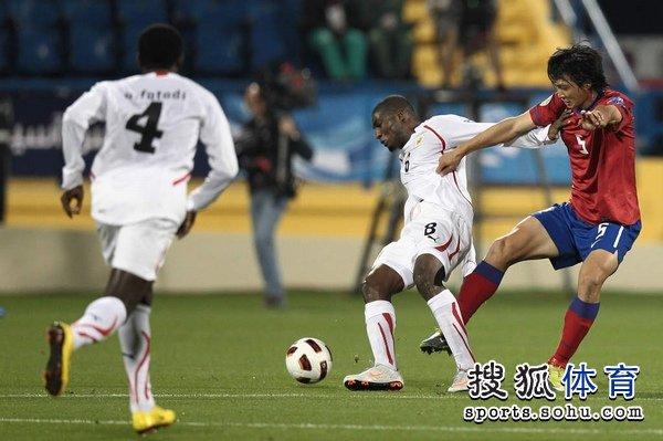 图文:韩国队2-1胜巴林 杰米-约翰被拉拽