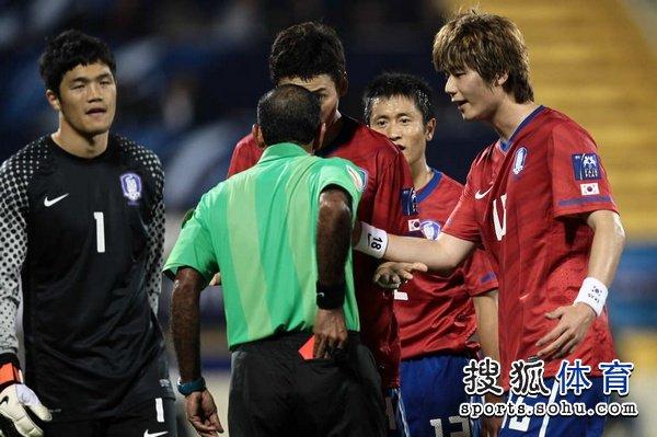 图文:韩国队2-1胜巴林 队友为郭泰辉鸣不平