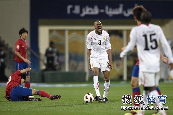 图文:韩国队2-1胜巴林 阿卜杜拉赫曼愤怒