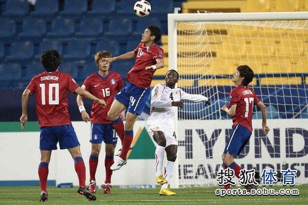 图文:韩国队2-1胜巴林 韩国门前险象环生