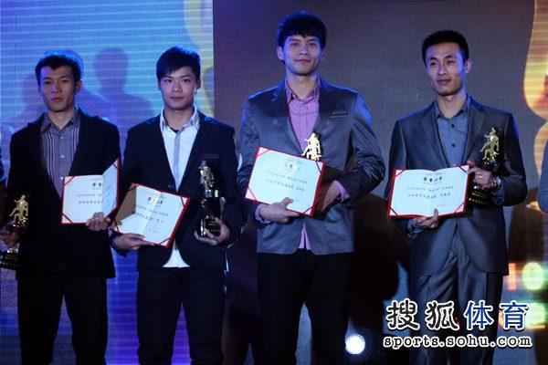 图文:2010中国田径颁奖盛典 男子接力队合影
