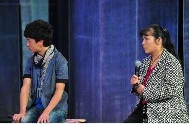 张楠认为亲生母亲自私,最爱旁边的养母王萍