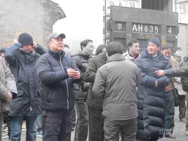 开机现场从左到右王雨、刘江、郭晓冬