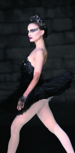 """娜塔丽・波特曼终于以""""天鹅""""的姿势为妻为母。"""