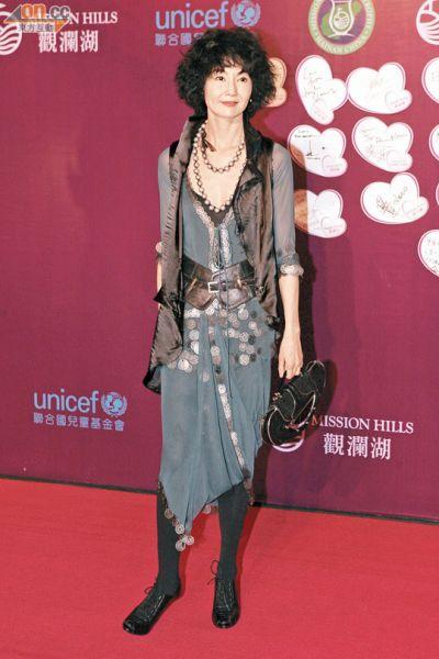 张曼玉结束三年情,分手后的她身形瘦了不少
