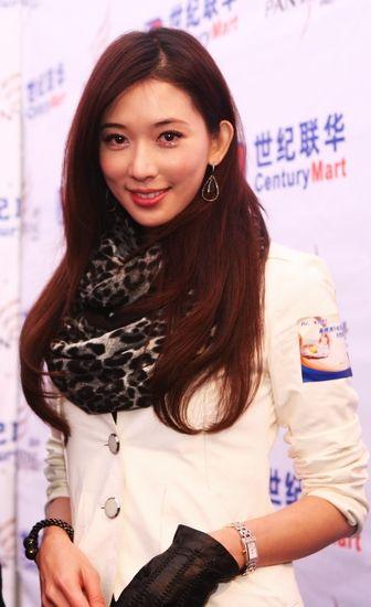 """昨日,刚被冠以""""台湾甜心""""称号的林志玲现身上海参加时尚活动"""