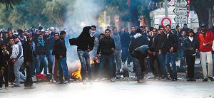 抗议者与警察和军队发生冲突