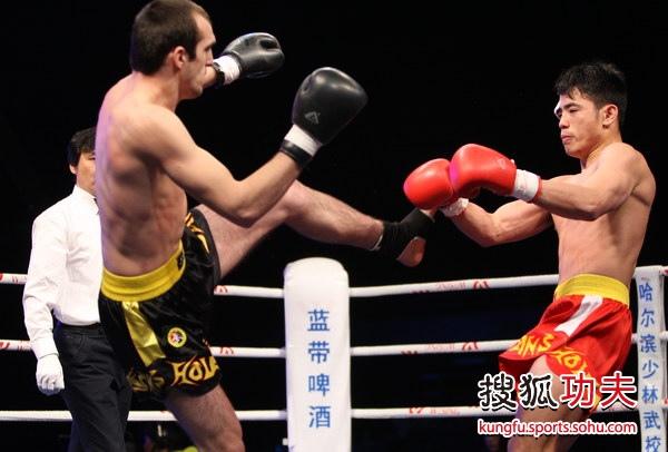 图文:2011中俄散打对抗赛 纪海桐防守