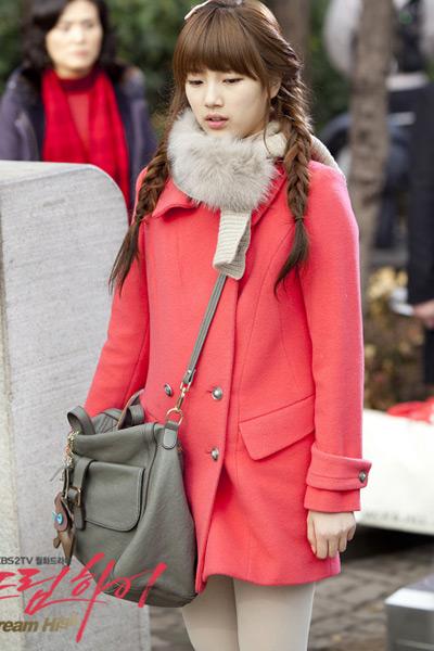 西瓜红色大衣