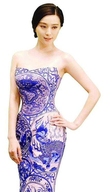 范冰冰的青花瓷礼服很有中国范儿
