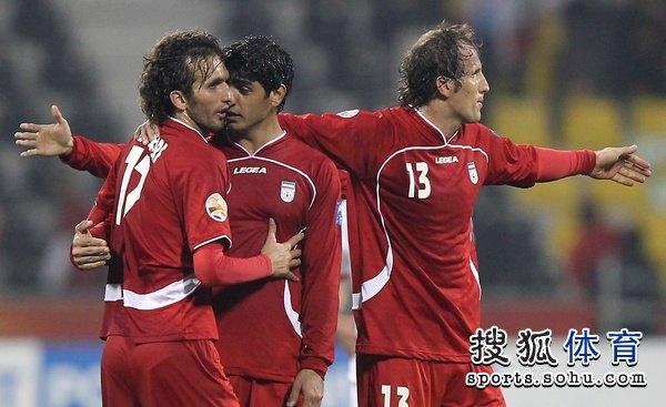 图文:伊朗队3比0阿联酋 伊朗掀起红色风暴