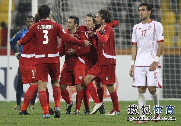 图文:伊朗队3比0阿联酋 伊朗队小组全胜
