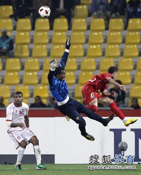 图文:伊朗队3比0阿联酋 空中翱翔双人舞