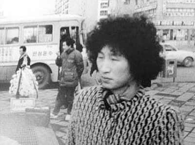 """近日,网上流传疑似韩国总统李明博""""男扮女装""""的照片"""