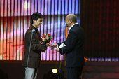 图文:冯伟《中国达人秀》颁发荣誉