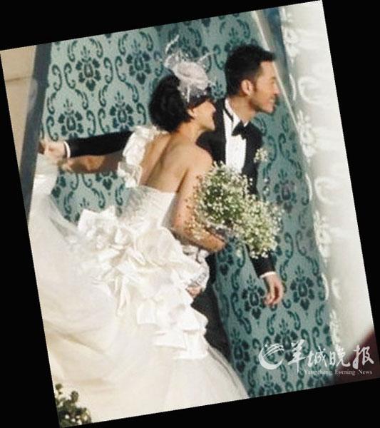 沙溢和胡可已拍婚纱照,不过目前曝光的只是记者从远距离拍下的小图