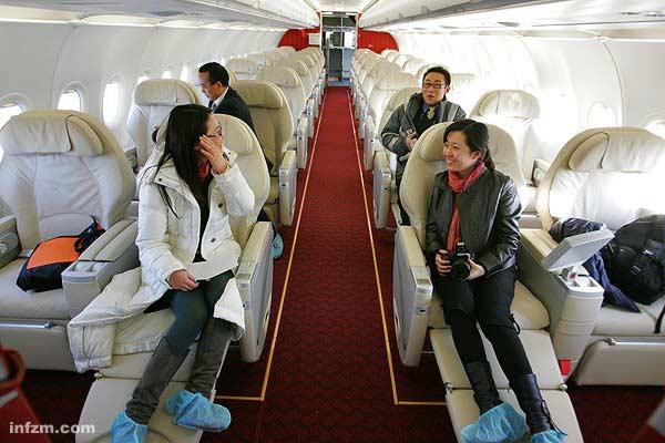 2008年国内某航空公司引进的空客A319飞机内部,这是当时亚洲最大、最豪华的公务机。 (CFP/图)