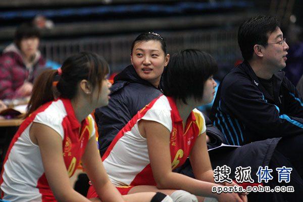 图文:北京女排3-0北航 杨昊回眸一笑