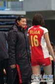 图文:北京女排3-0北航 杨昊笑看队员