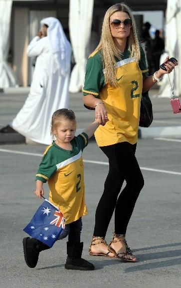 澳洲美女携爱女助阵