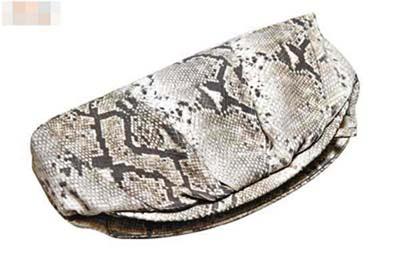 Genuine Leather蛇皮手提包原价$3,190 半价$1,595