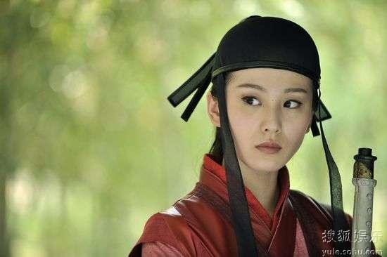 刘诗诗饰外表冷傲、内心善良的神偷燕三娘