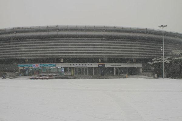 首尔比赛馆外景-雪纷飞