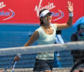 图文:李娜晋级澳网四强 向观众致意