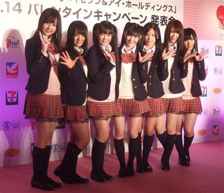 搜狐娱乐讯 由akb48中五名成员组成的廊下奔走队,这次又加上了小森美