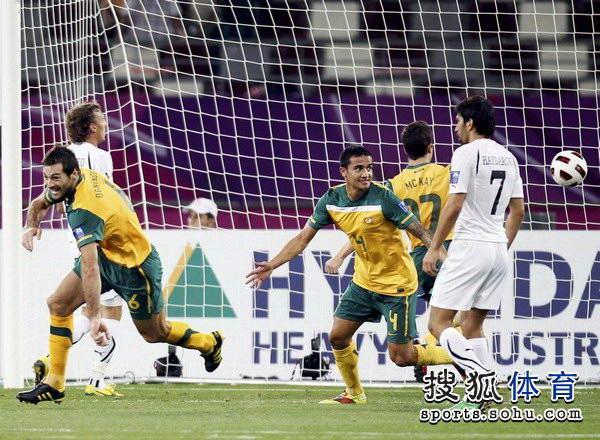 图文:澳大利亚6比0乌兹别克 卡希尔表情怪异