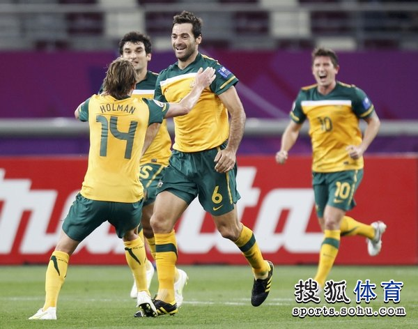 图文:澳大利亚6比0乌兹别克 澳洲袋鼠狂进球