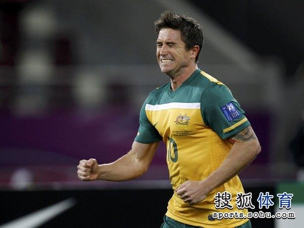 图文:澳大利亚6比0乌兹别克 科威尔表情狰狞