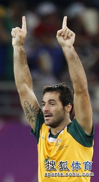 图文:澳大利亚6比0乌兹别克 进球高举双手