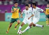 图文:澳大利亚6-0乌兹别克 伊斯马洛夫争抢
