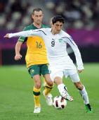 图文:澳大利亚6-0乌兹别克 瓦勒里拼抢