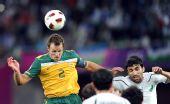 图文:澳大利亚6-0乌兹别克 内尔争顶头球
