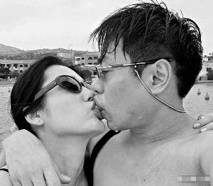 日前猝死的罗兆辉曾与不少女星传过绯闻,与孙佳君拍过拖的他被拍到过激吻照片