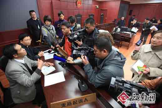公益诉讼人受到媒体关注 记者 江洋 摄