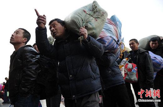 广西350名优秀农民工获免费乘车 自粤返乡过年