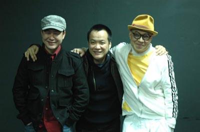宁浩和他请来的两位老师张颂文(左)、詹瑞文(右)在一起