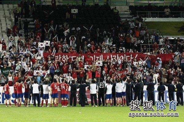 图文:韩国3比2乌兹别克 韩国队夺得季军