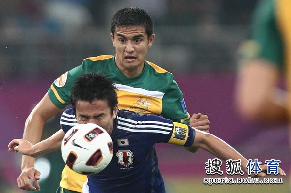 日本队长脸触球