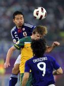 图文:亚洲杯日本夺冠夺冠 日本球员争顶头球