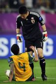 图文:亚洲杯日本夺冠 日本门将对澳球员不满