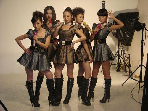 青春美少女为日本演唱会拍宣传照 旗袍秀中国风
