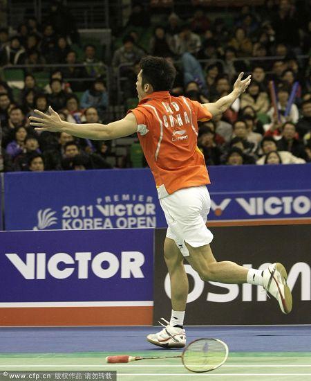 图文:韩国羽毛球超级赛决赛 林丹激情十足