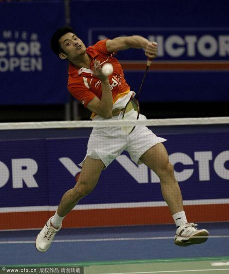 韩国羽毛球超级赛决赛 林丹跃起扣杀