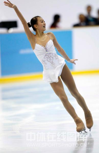日本韩国图-单人滑短节目 日韩美女冰上动感飙舞